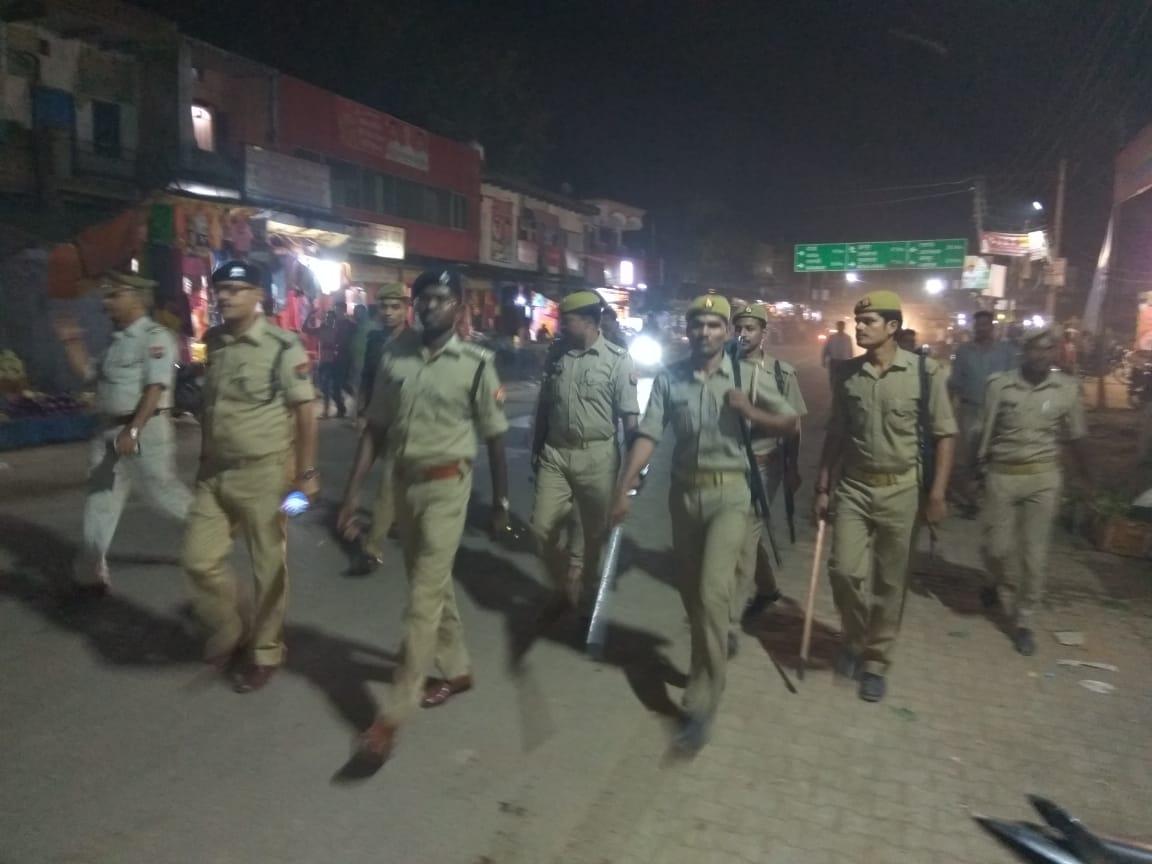 हिंदी समाचार |एस.पी. ने पैदल भ्रमण कर लोगों...